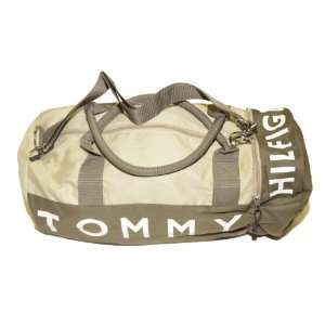 Tommy Hilfiger Big Logo Duffle Bag (Jungle army): Clothing