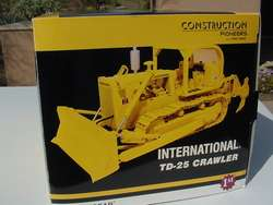 CONSTRUCTION PIONEERS INTERNATIONAL HARVESTER CRAWLER / DOZER 1/25TH