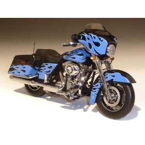2011 Harley Davidson FLHX Street Glide 1/12 Touring Flames Blue