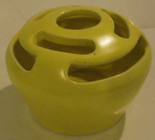 CAMARK PRETTY YELLOW POTTERY FLOWER FROG   USA