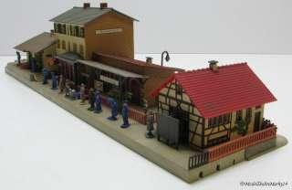 FALLER 109 Bahnhof Blumenau mit 15 WIKING Figuren aus den 50er Jahren