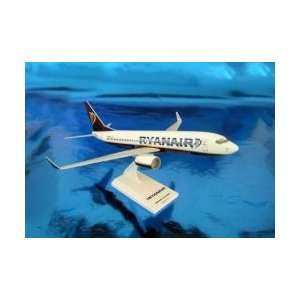 Sky Marks Ryanair 737 800 Model Airplane Toys & Games
