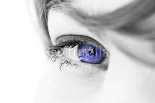 oeil regard femme bleu foncé technologie futur © arkna #3332396